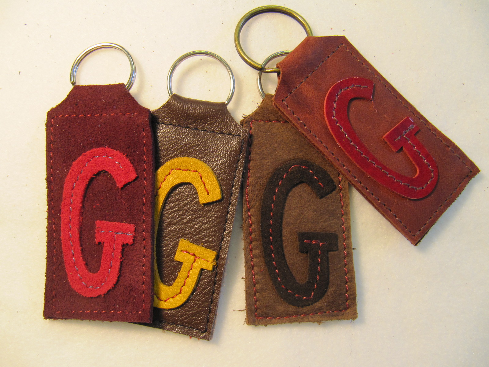 Initial leather key fobs 'G'