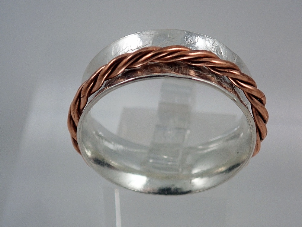 Spinner ring with copper spinner