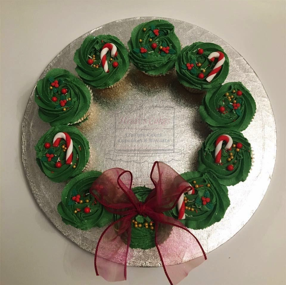 Small Cupcake Wreath (10)