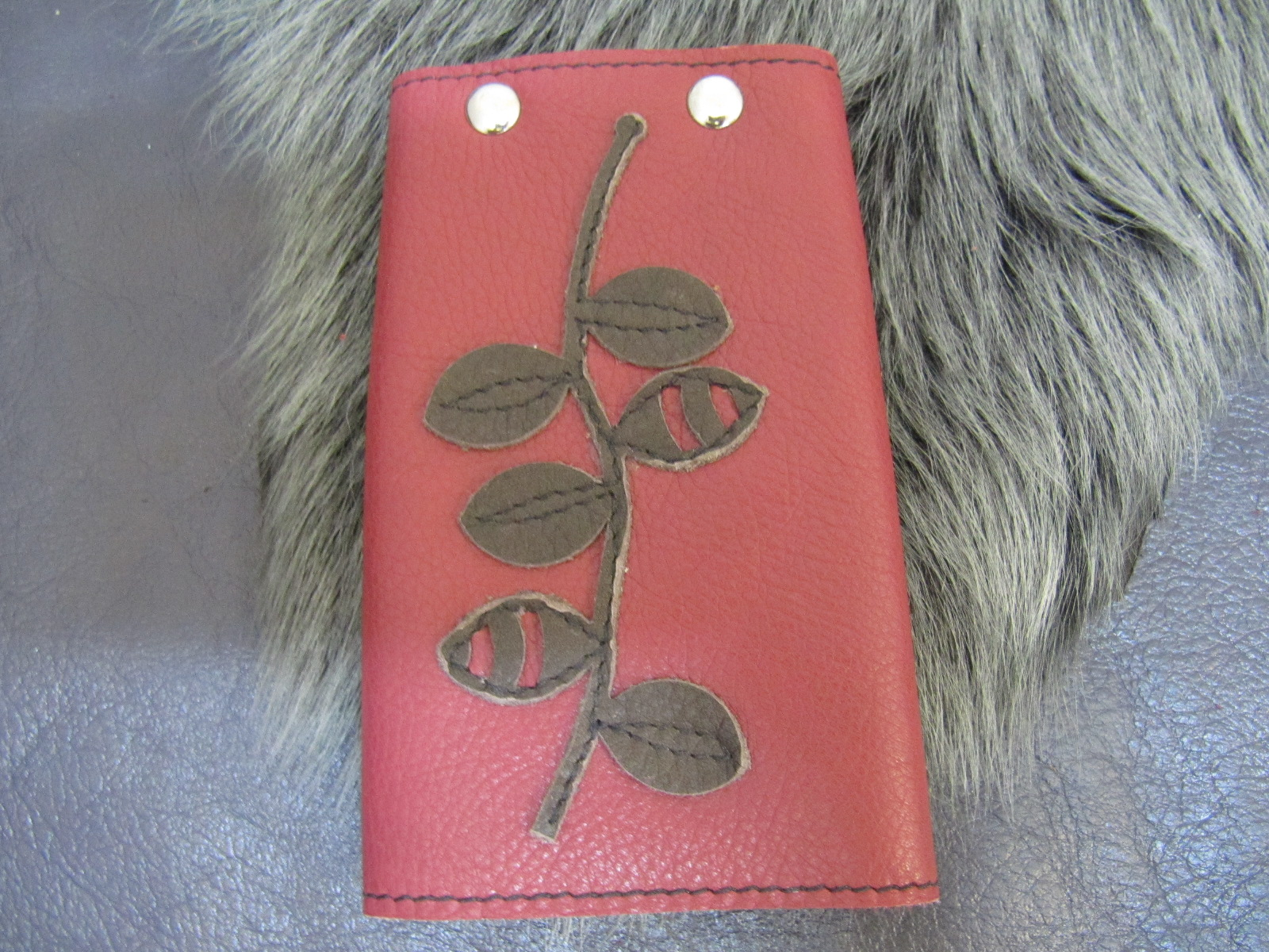 Leather key case red & green leaves