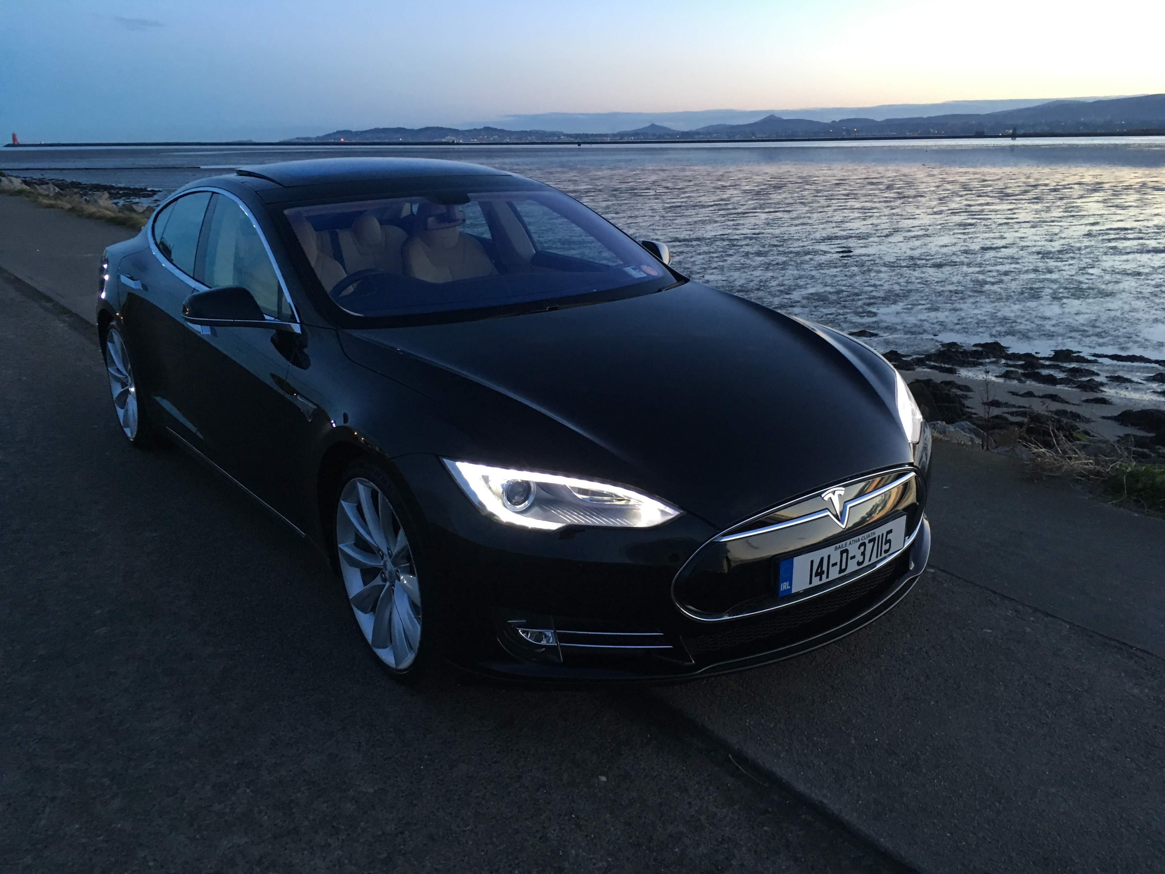 Tesla Taxis About Us