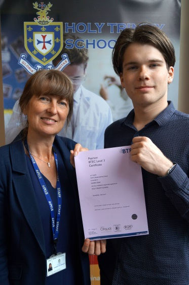 Examination Distinction for International Student at Kidderminster School