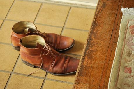 Quitate Los Zapatos Al Entrar A Tu Casa.