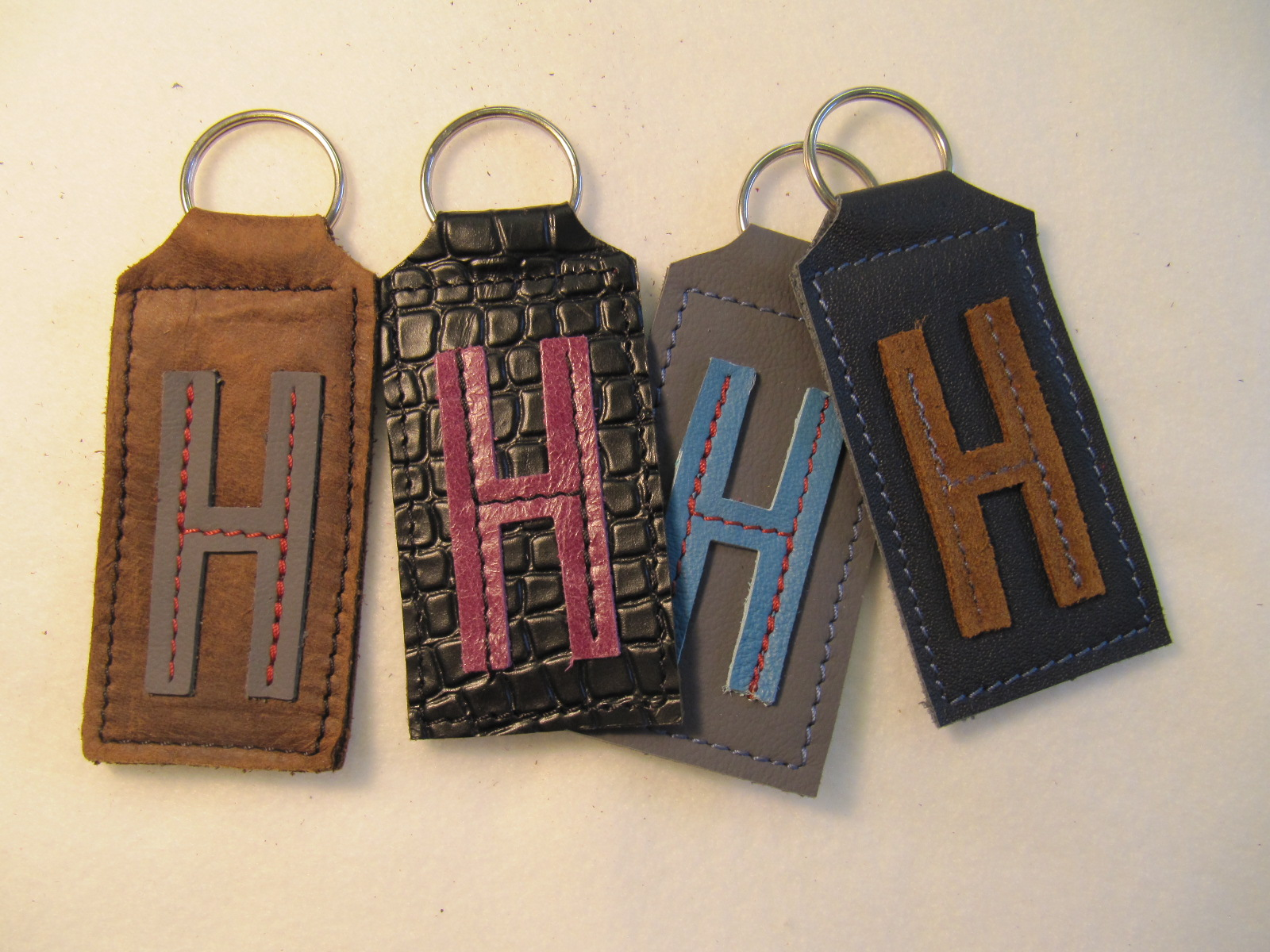Initial leather key fobs 'H'