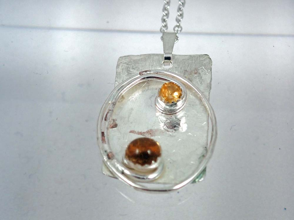 Rectangular pendant with 2 citrine