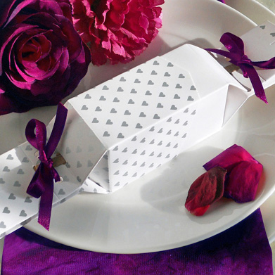Favour GIft Box Cracker in the Hearts design