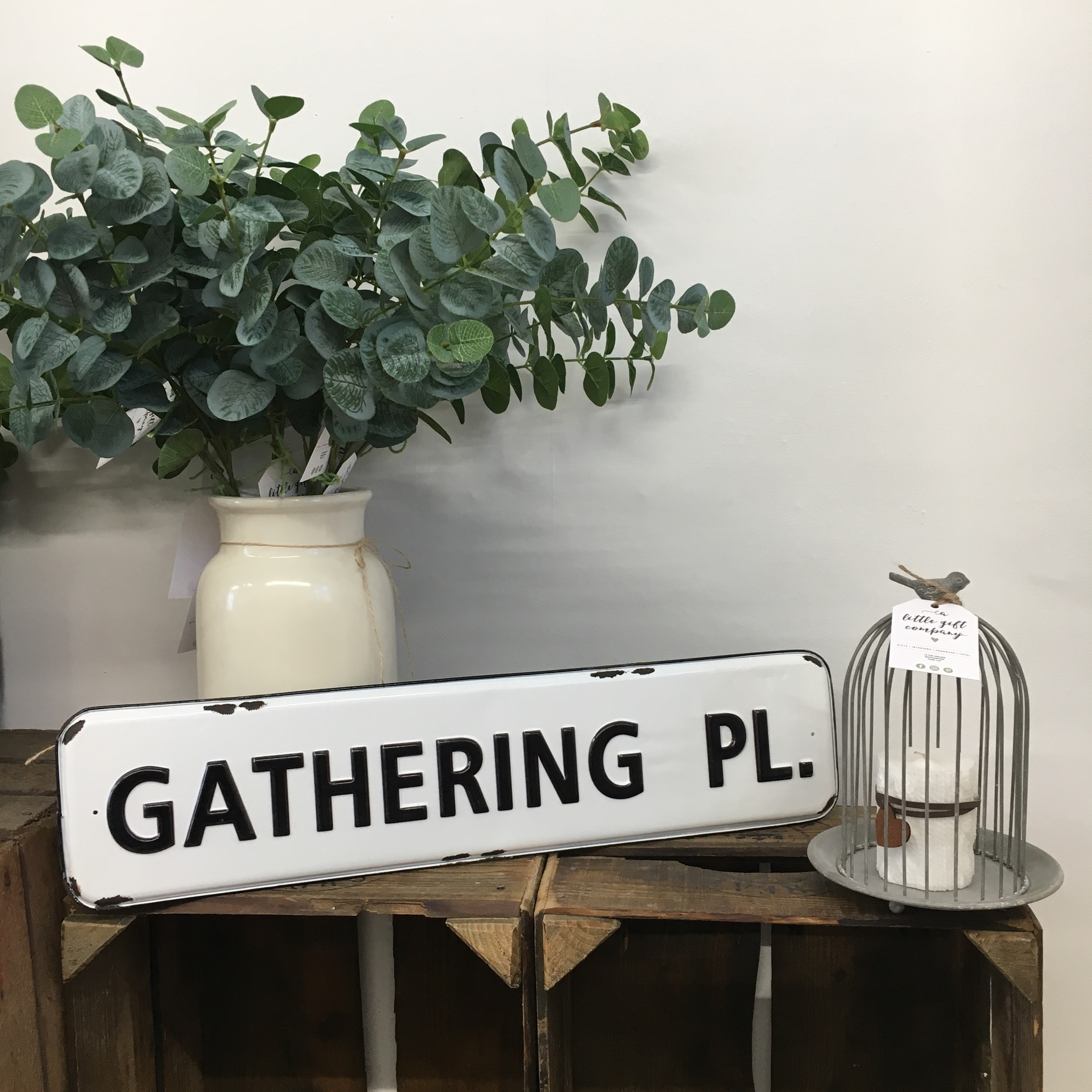 Gathering Pl metal sign