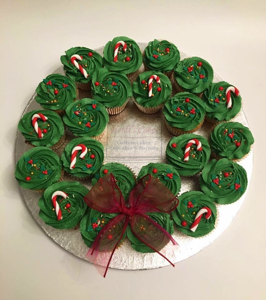 Large Cupcake Wreath (22)