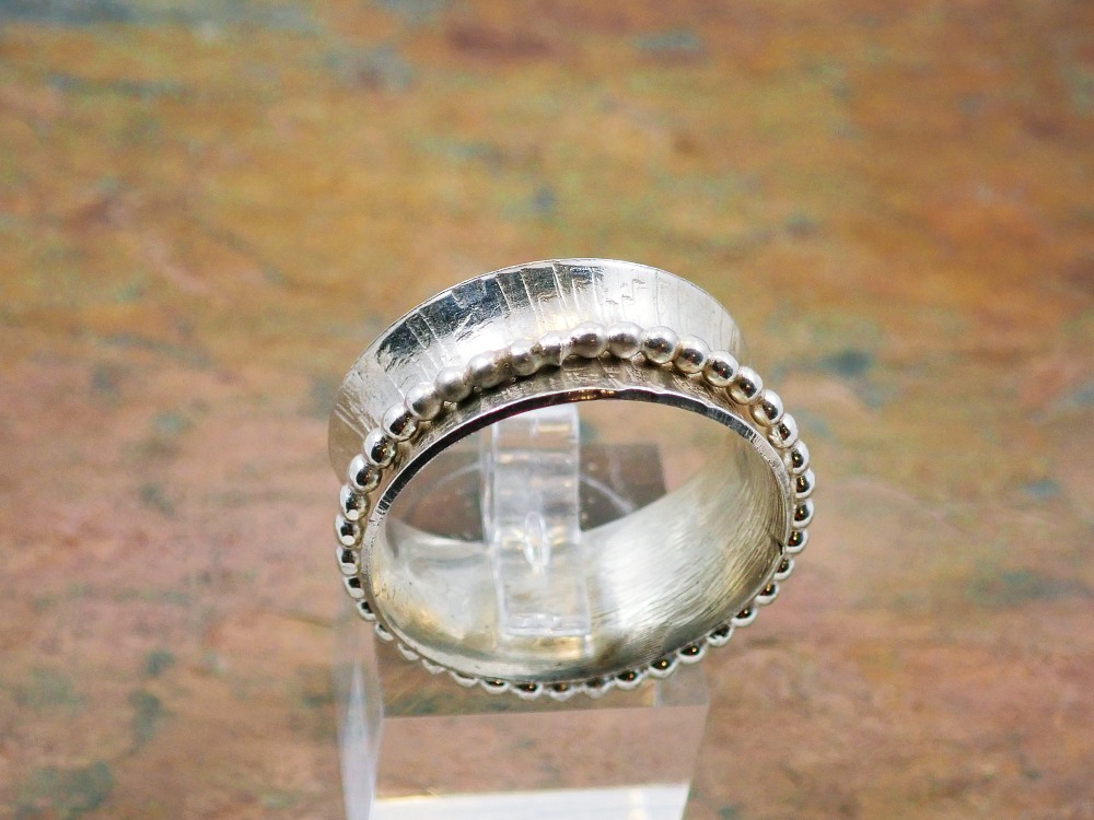 Beaded wire spinner ring