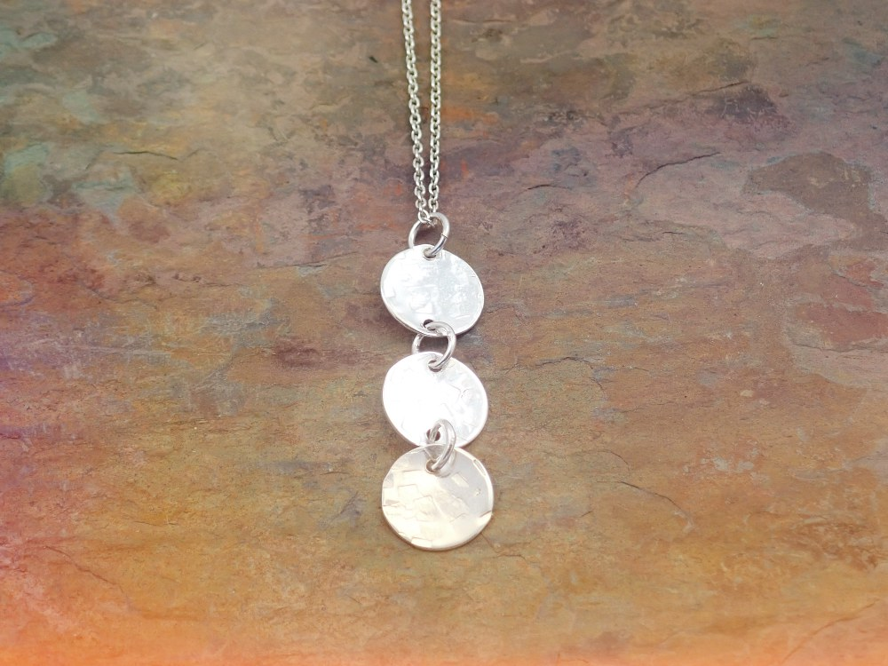 Silver 3 circle hammered effect pendant