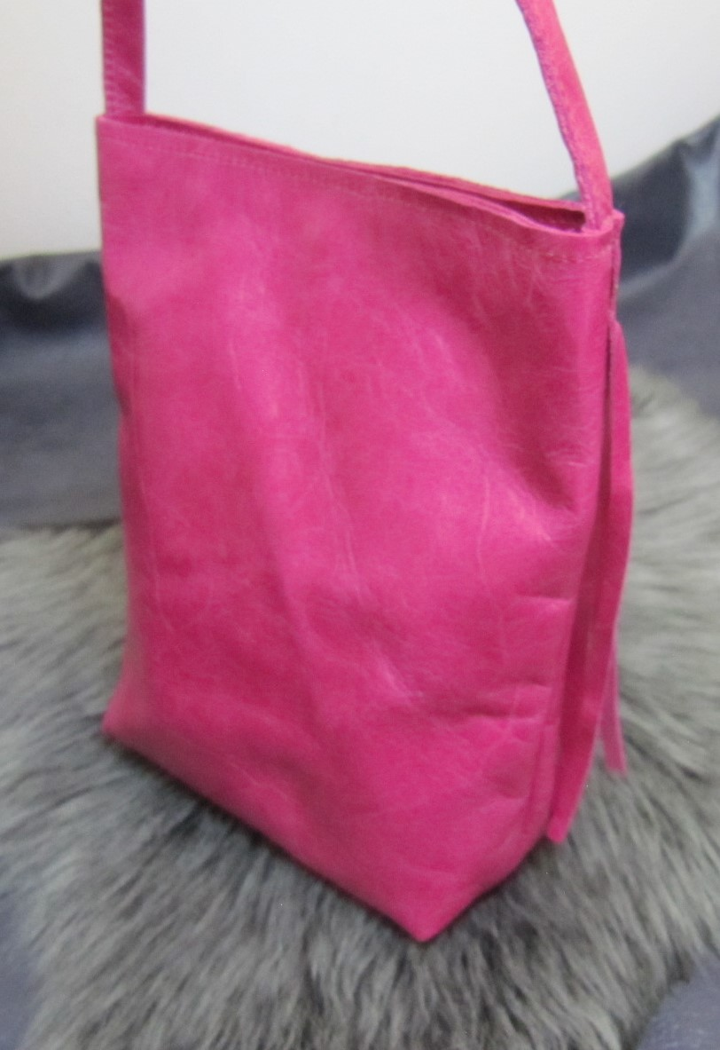 Small fringed pink leather bag