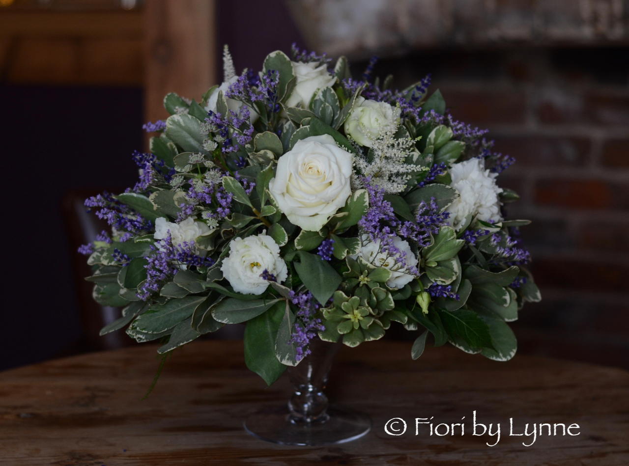 centrepiece-lavender-white-low,shabbyChic-style.jpg