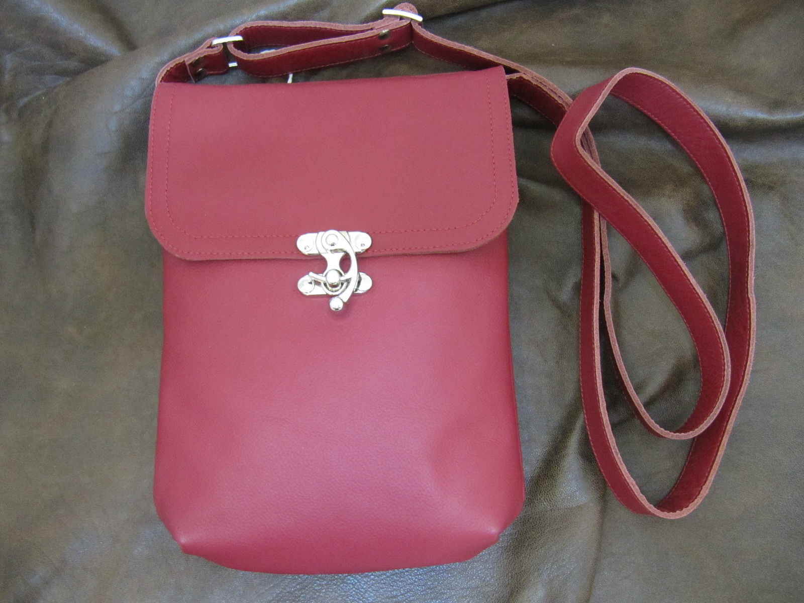 Small messenger bag in red leather