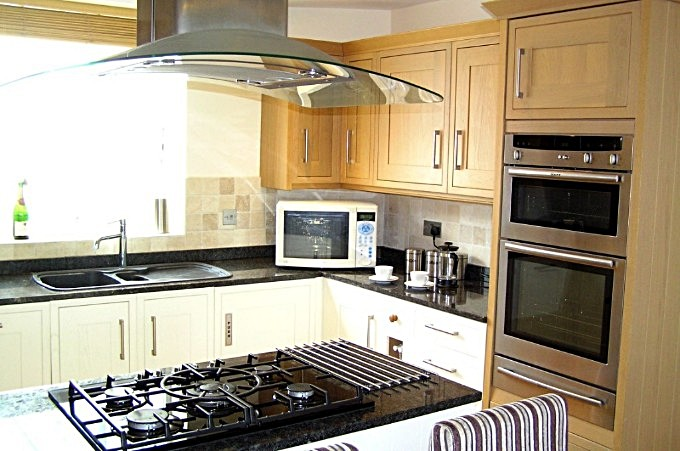 Gas on glass hob, double oven & combination microwave