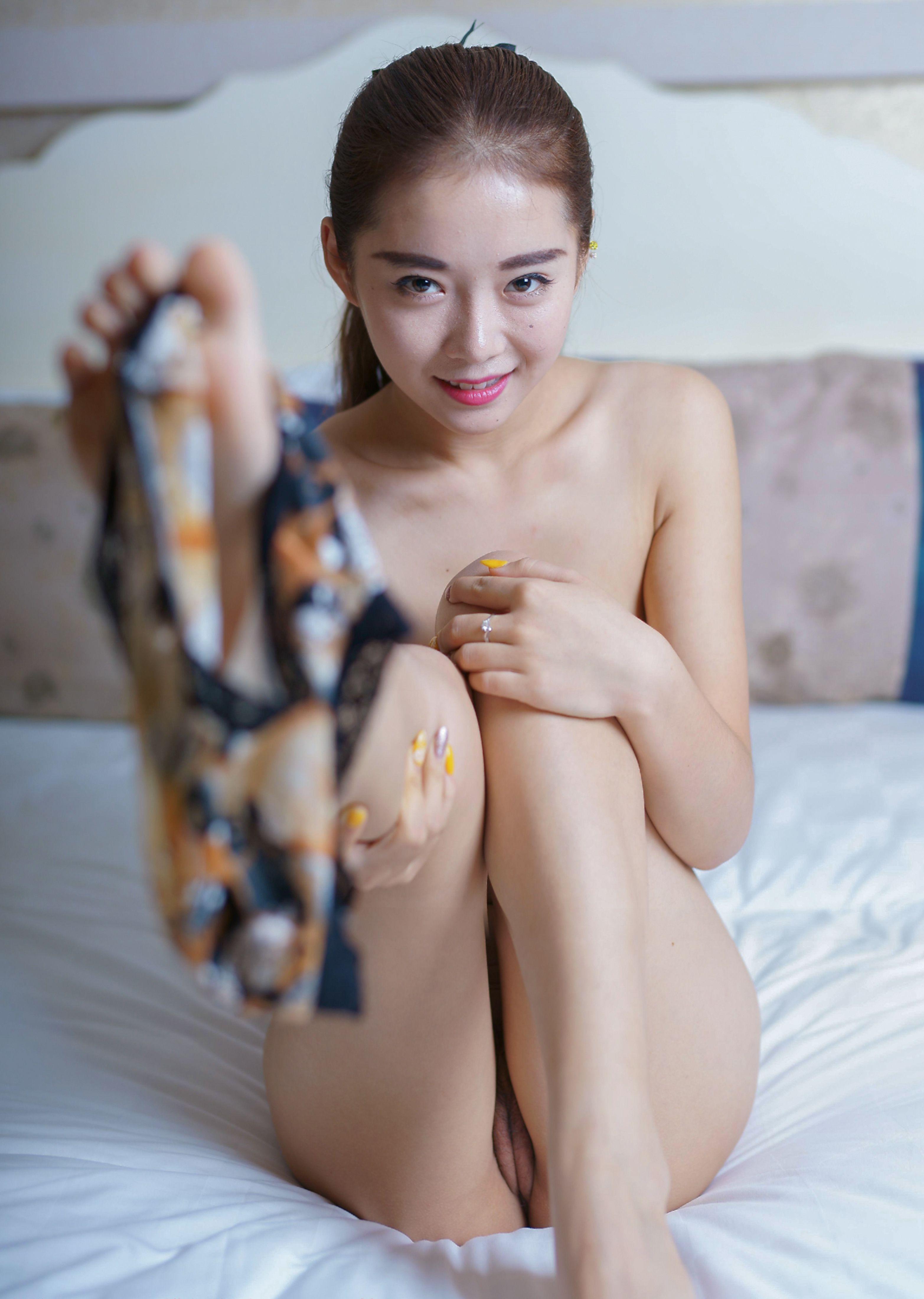 China Model Ling Liu dáng chuẩn bím non