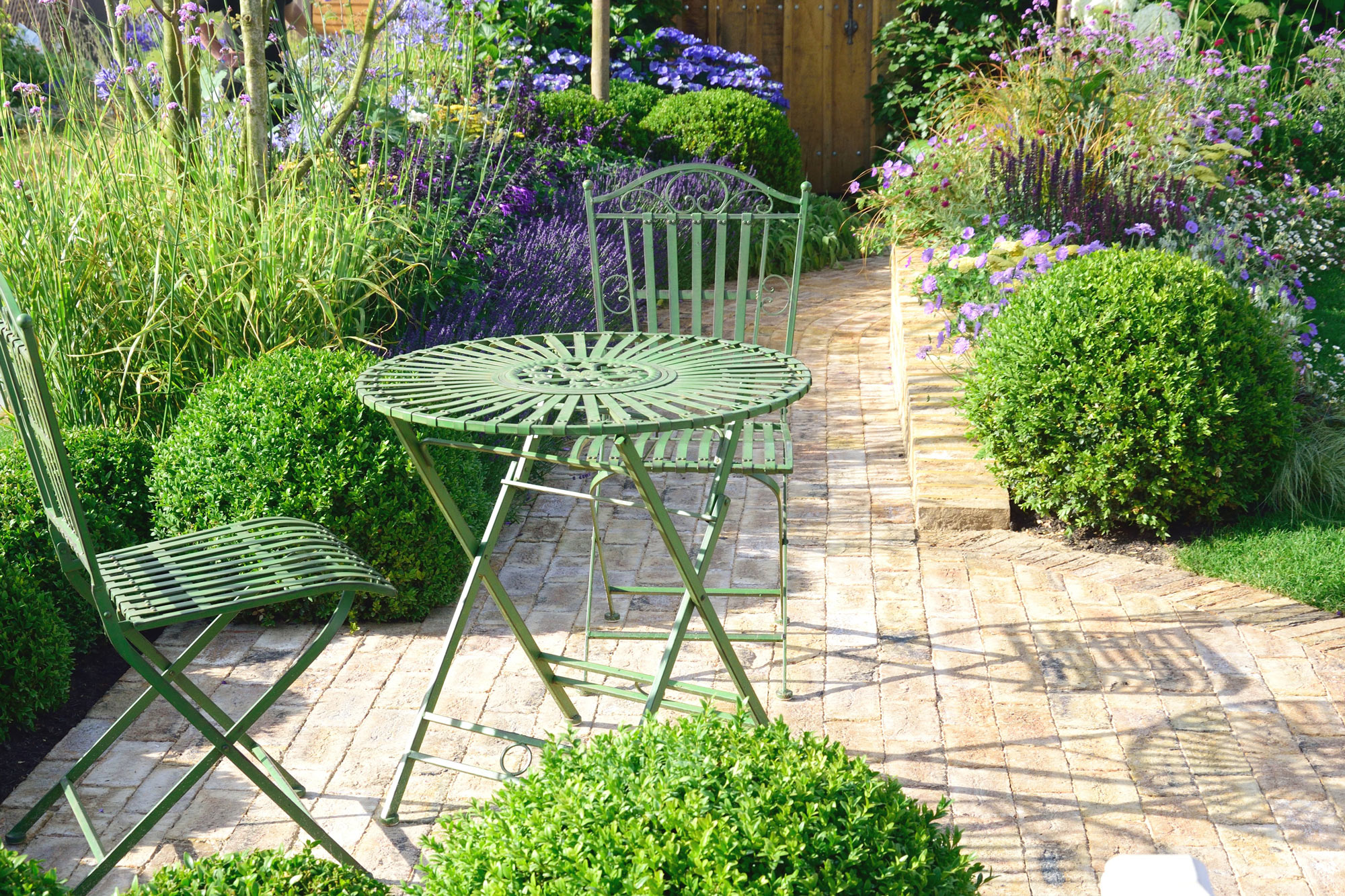 Small garden design wonderful gardens for Small garden plans
