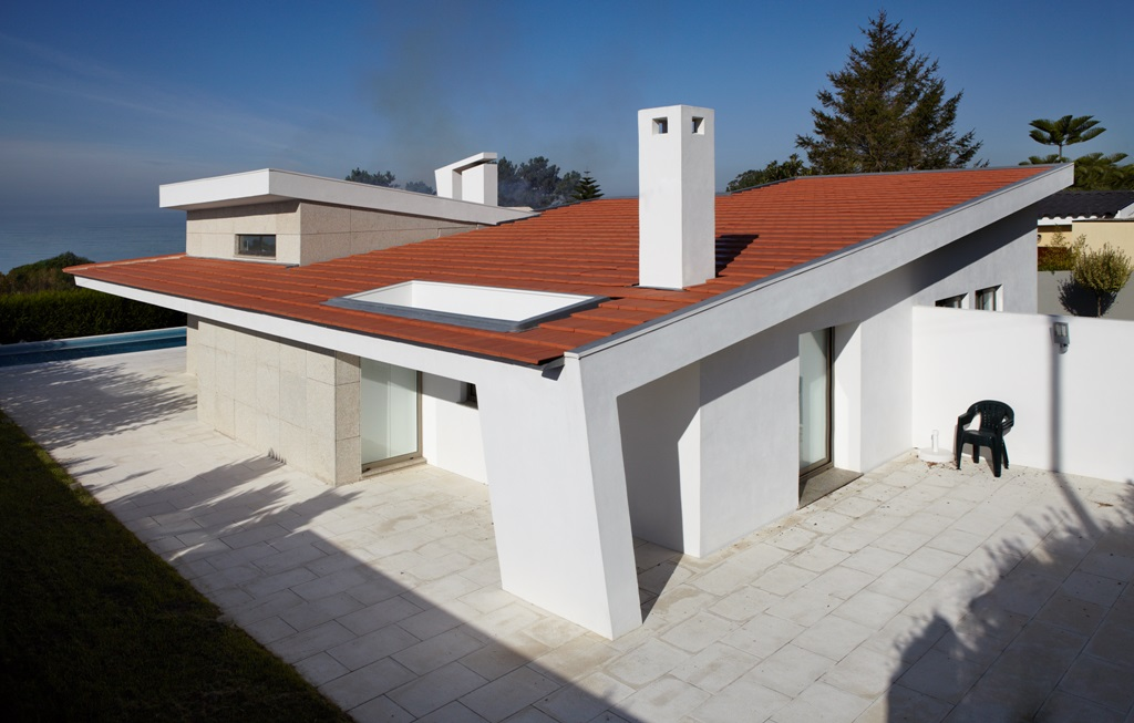 CS Coelho da Silva natural red Plasma low pitch roof tile, from 13 degrees to vertical facade.