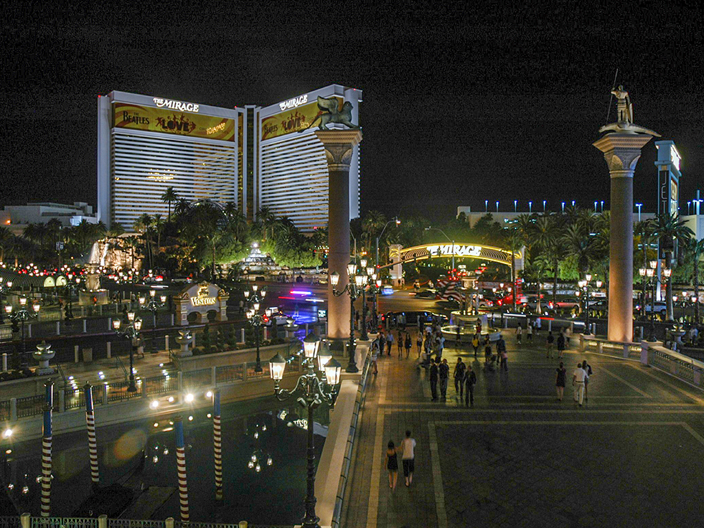 The Mirage at Night, Las Vegas, USA