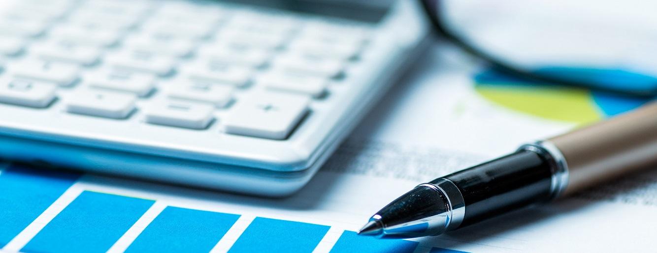 budgettingcroppedoptimised-adobestock_89744621.jpg
