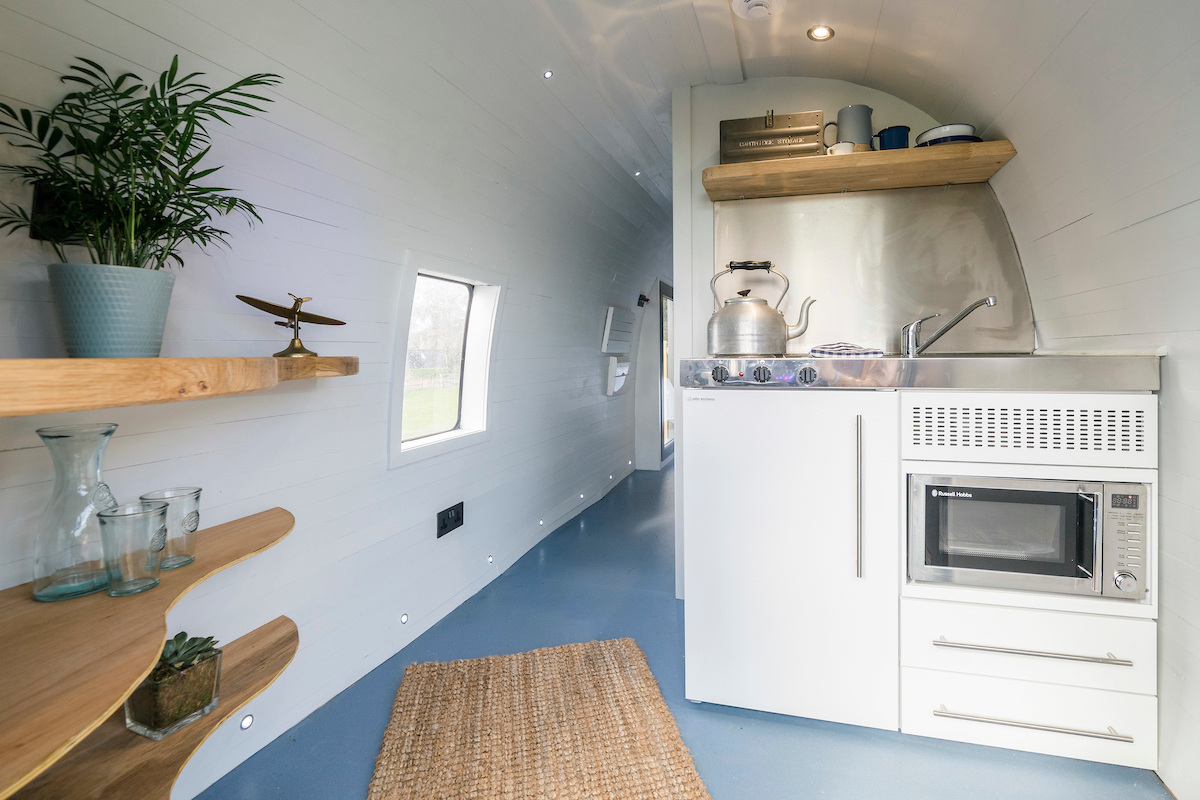 Mini Kitchen onboard Helicopter Glamping