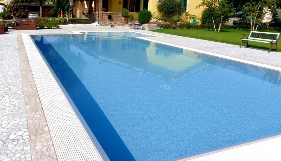 Piscina a sfioro, piscina privata