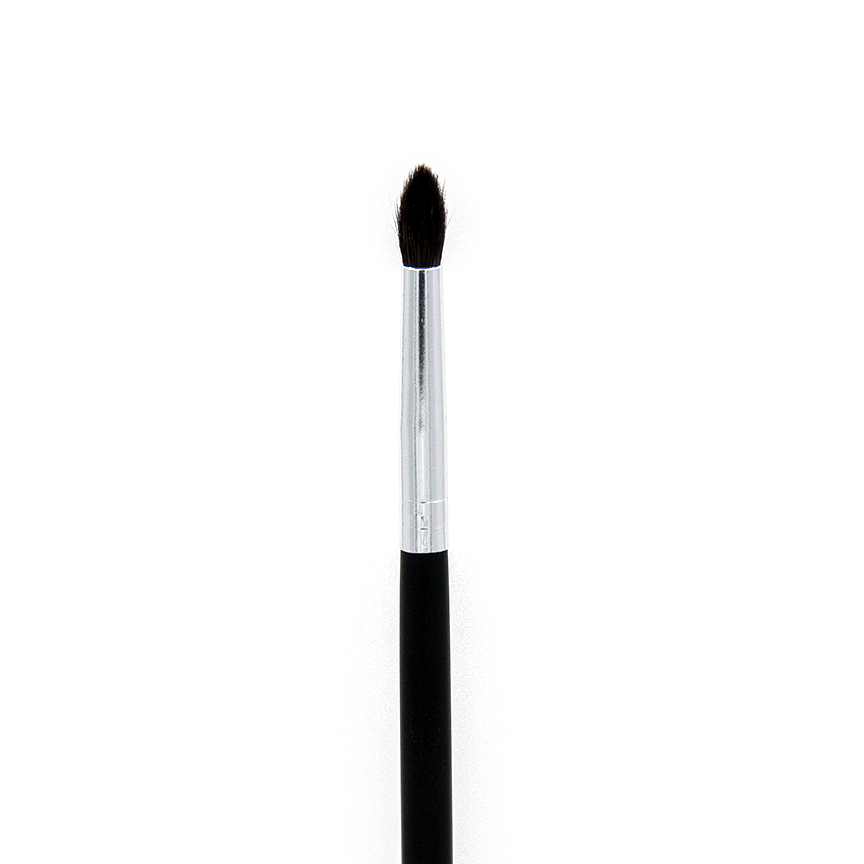 C528 PRO CREASE DETAIL BRUSH