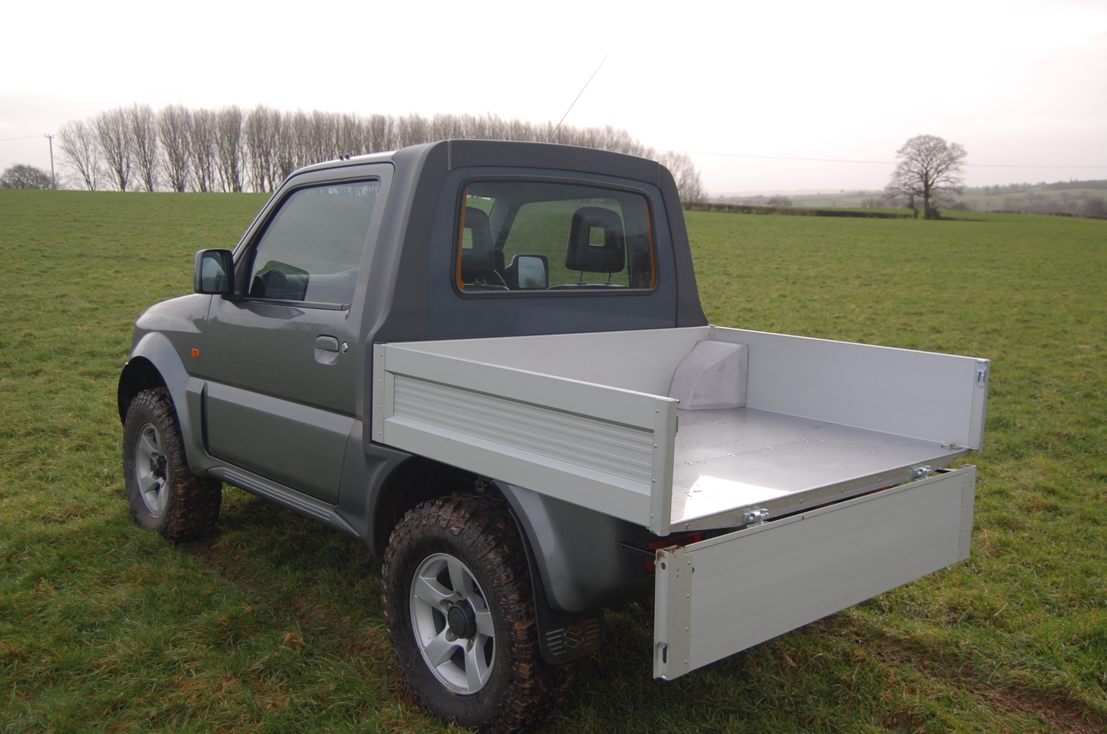Suzuki Jimny Pickup rear bed