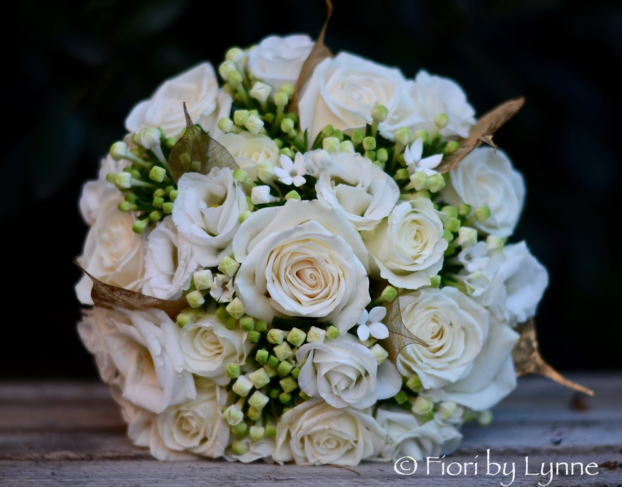 white+gold-bouquet-rose,lisianthus,bouvardia,gold-skeleton-leaf.jpg