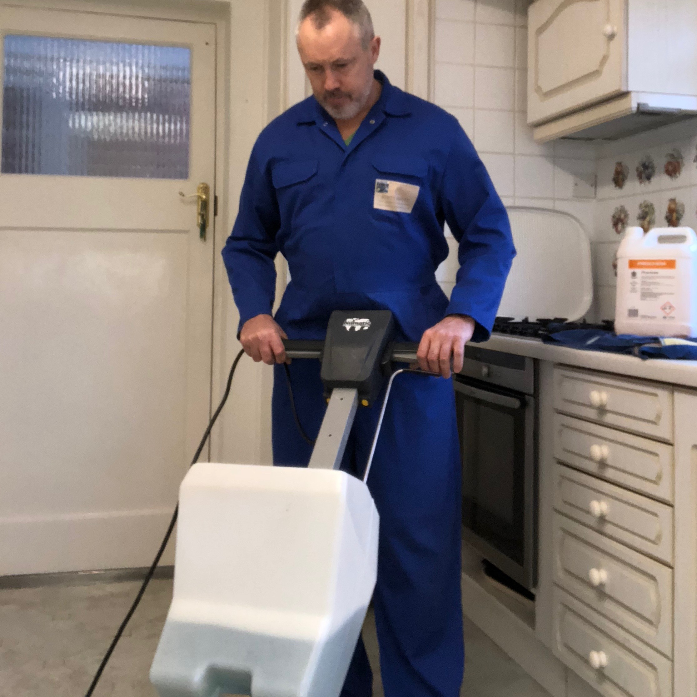 Domestic Kitchen Floor - Rotary Scrubbing
