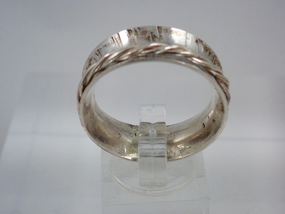 spinner ring twisted wire spinner