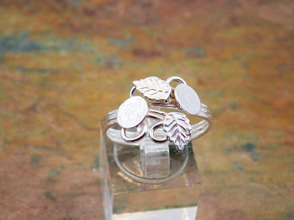 Adjustable ring with hammered circles and leaves