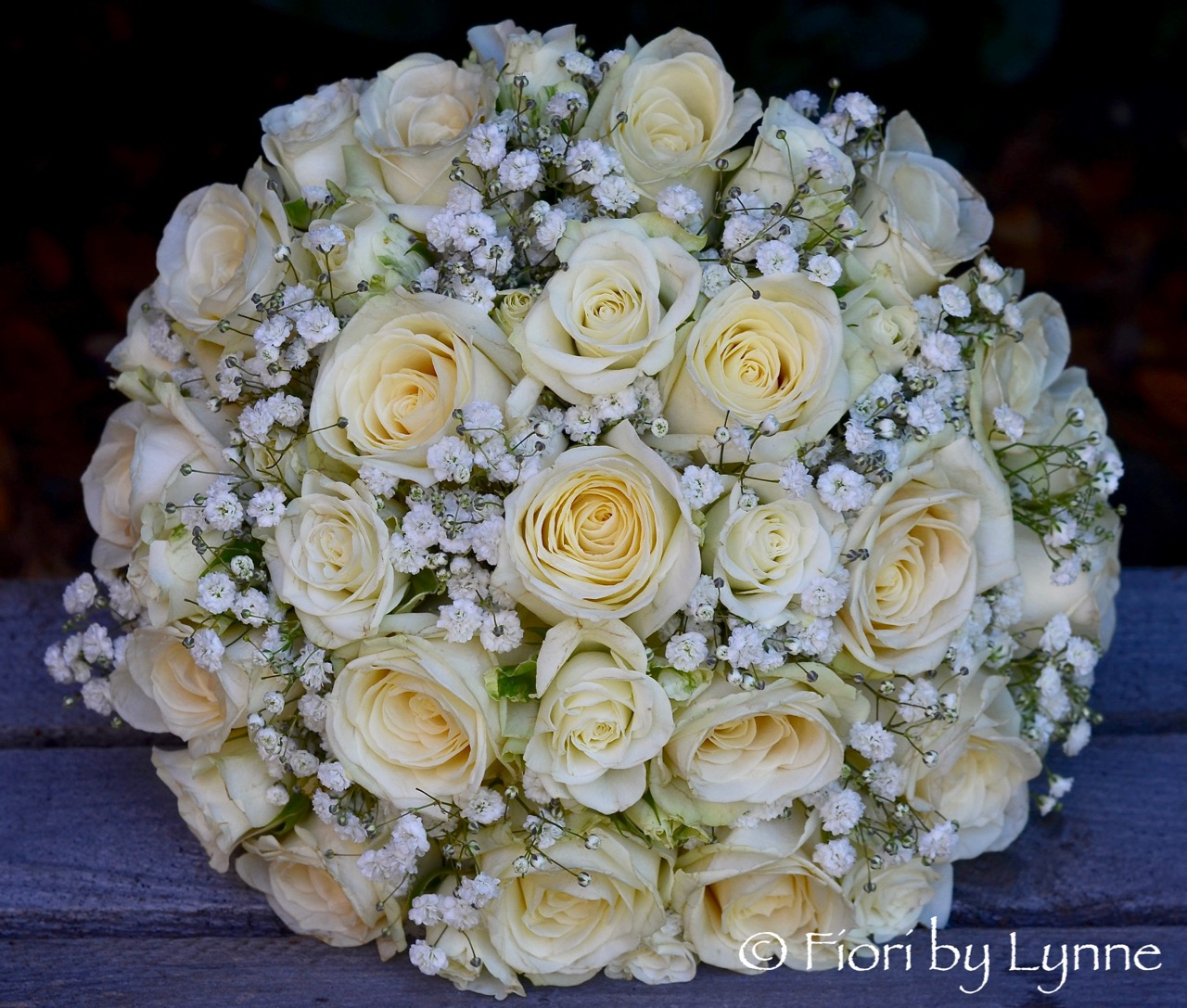 classic-bouquet-white-rose-spary-rose-gypsophila.jpg