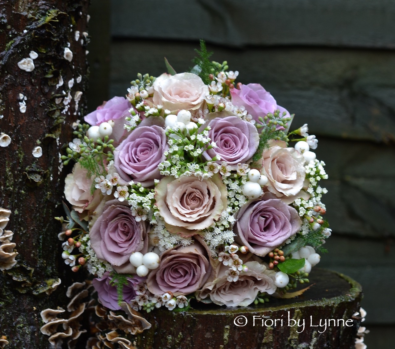 autumnal-bouquet-vintage-tones-champagnememorylane.roses-berry.jpg