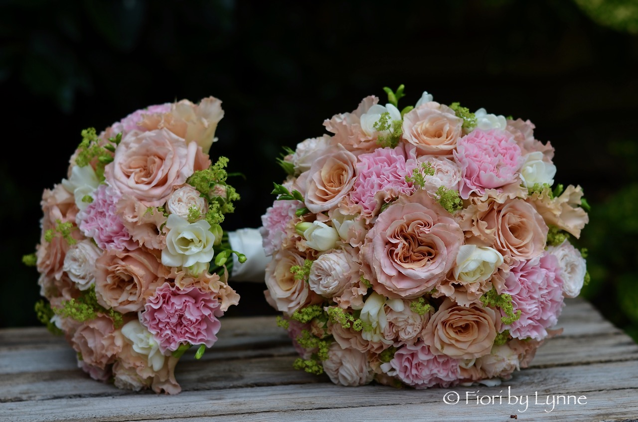 bouquets-gold-pink-copper-rosescarnationslisianthusfreesia.jpg