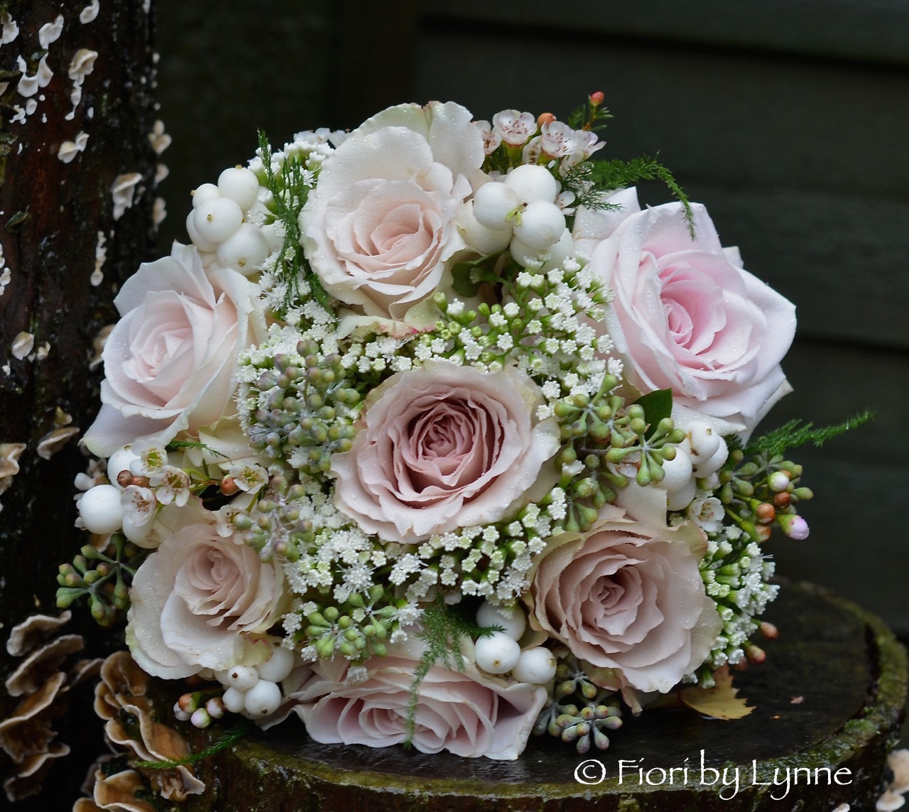 champagneblush-pink-autumn-bouquet-rosesnowberry.jpg