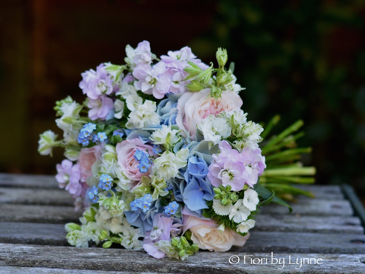 english-summer-garden-style-bouquet-pink-blue.jpg