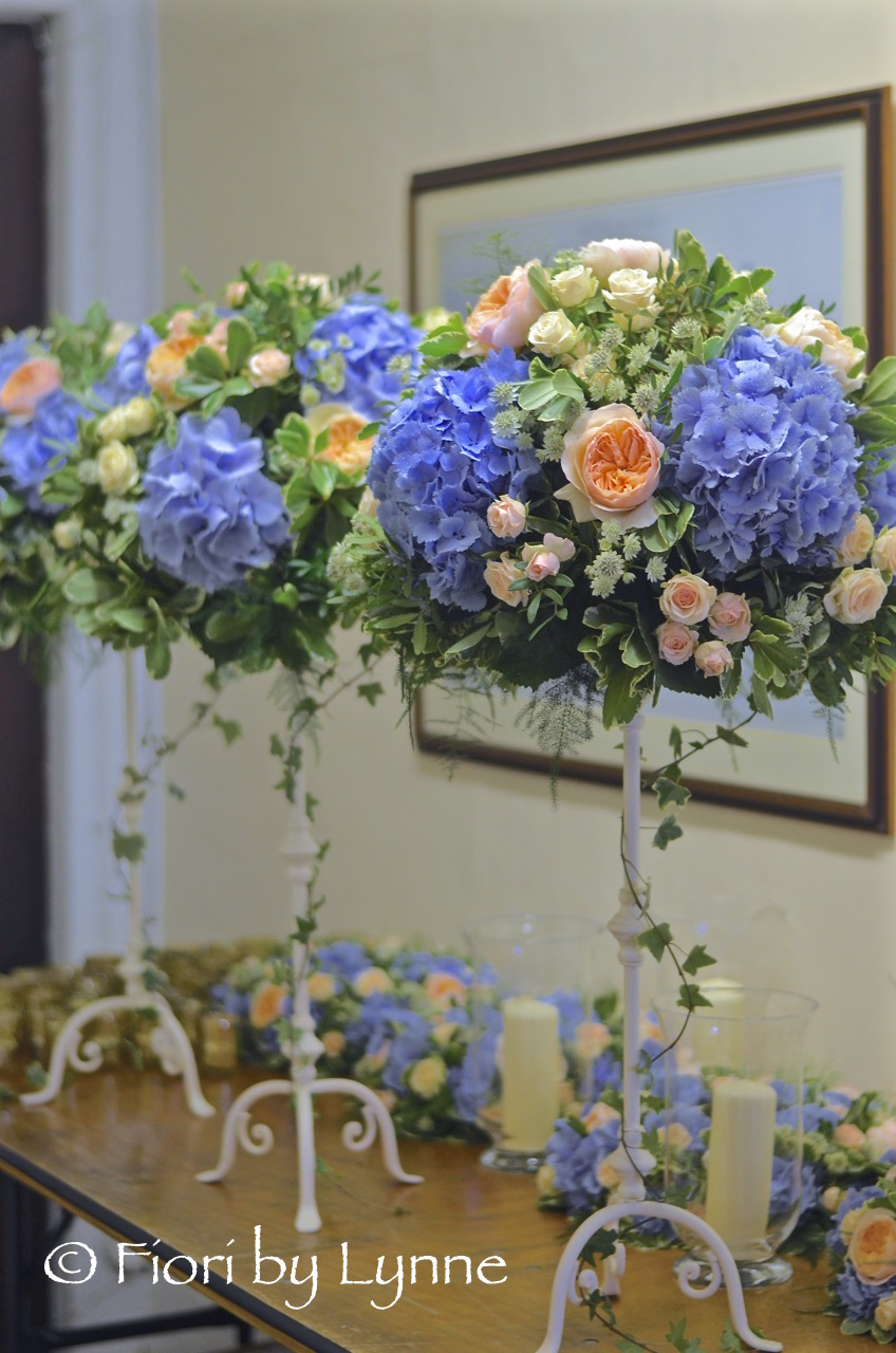peach-blue-tall-tablecentres-rose-hydrangeaastrantia.jpg