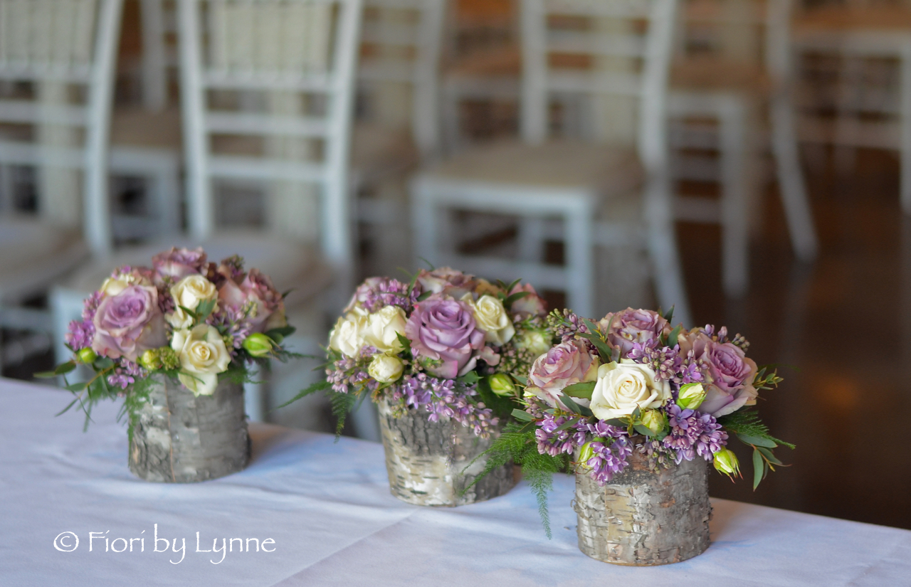 rustic-bark-box-flowers-ceremony-table-easthortongolf.jpg