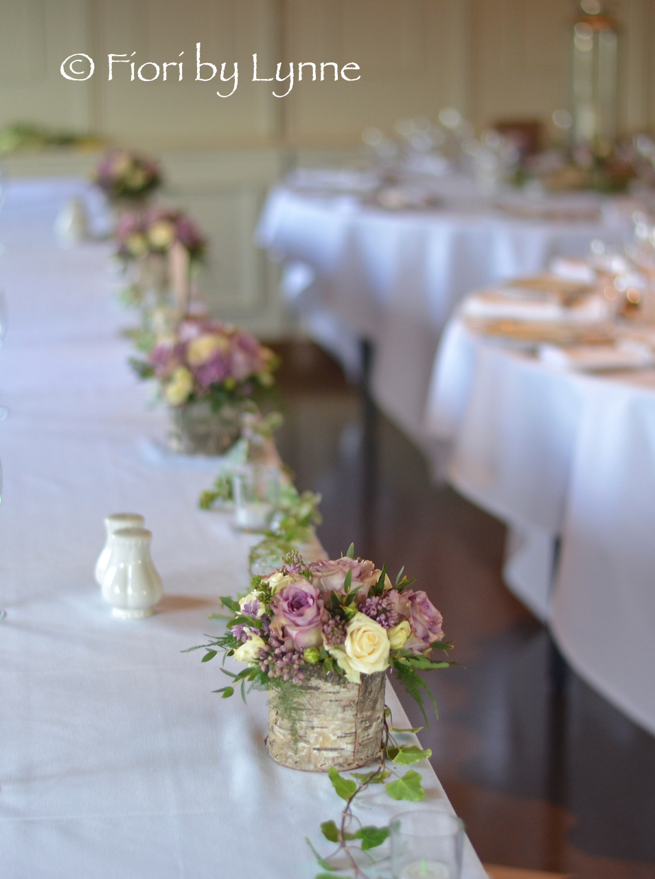 rustic-themed-top-table-woodland-boxes-flowersivytrailstealights.jpg