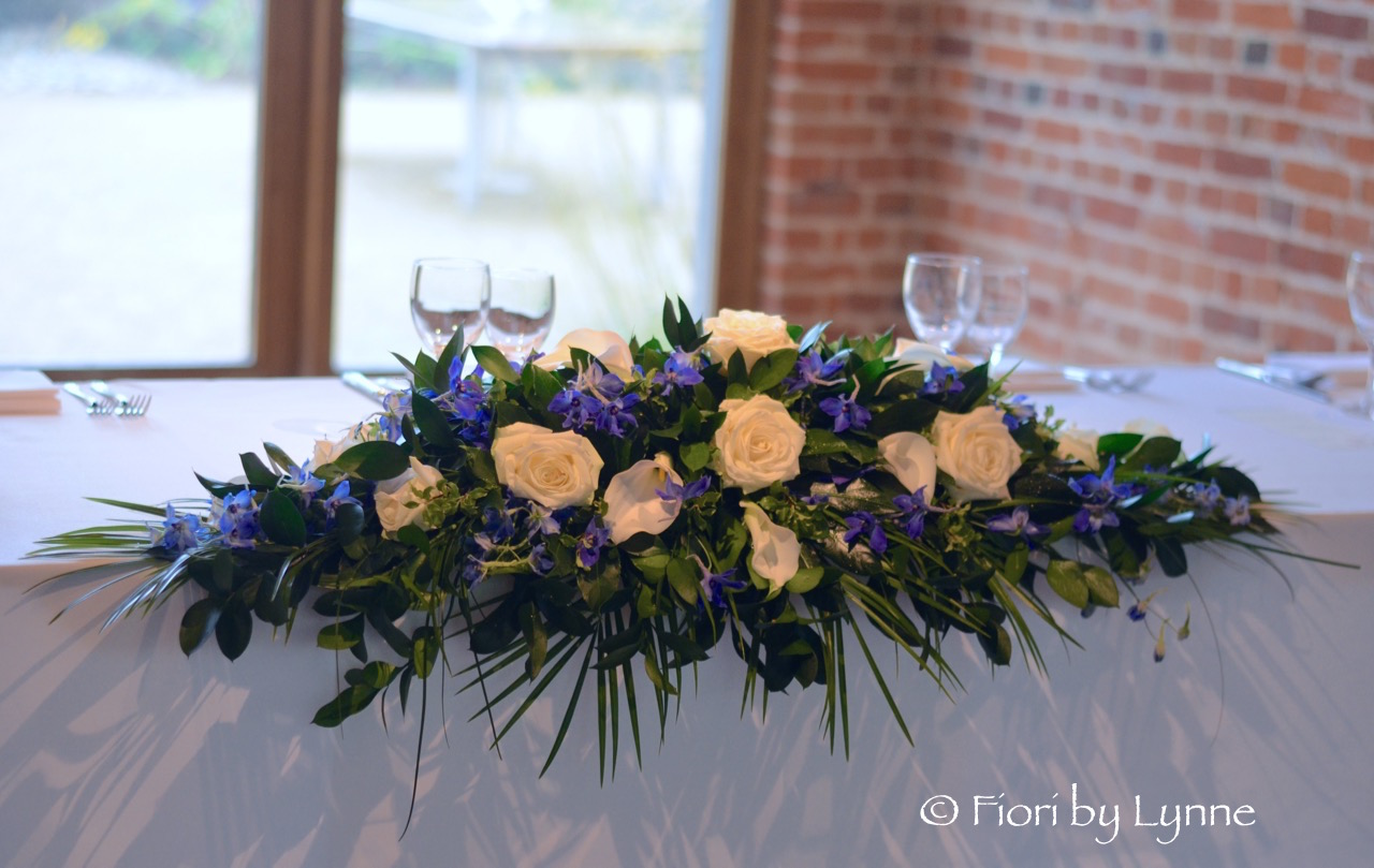 simple-top-table-traditional-longlow-whiteandblue1.jpg