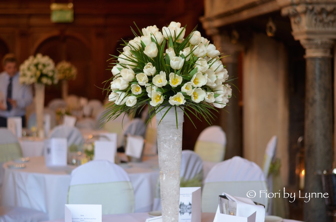 tall-tablecentre-rhinefieldhouse-massed-white-tulips.jpg