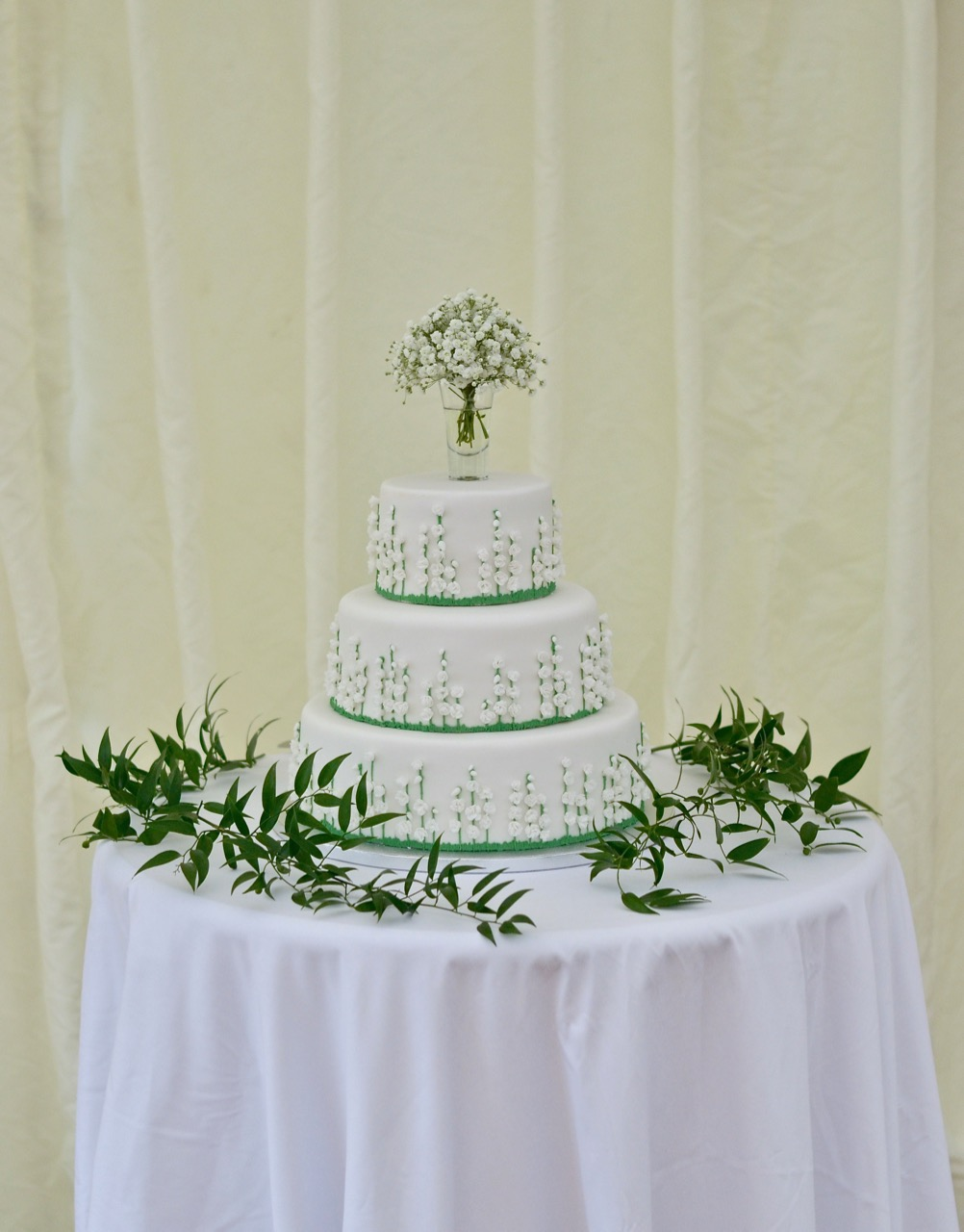 wedding-cake-decoration-gypsophilafoliage.jpg