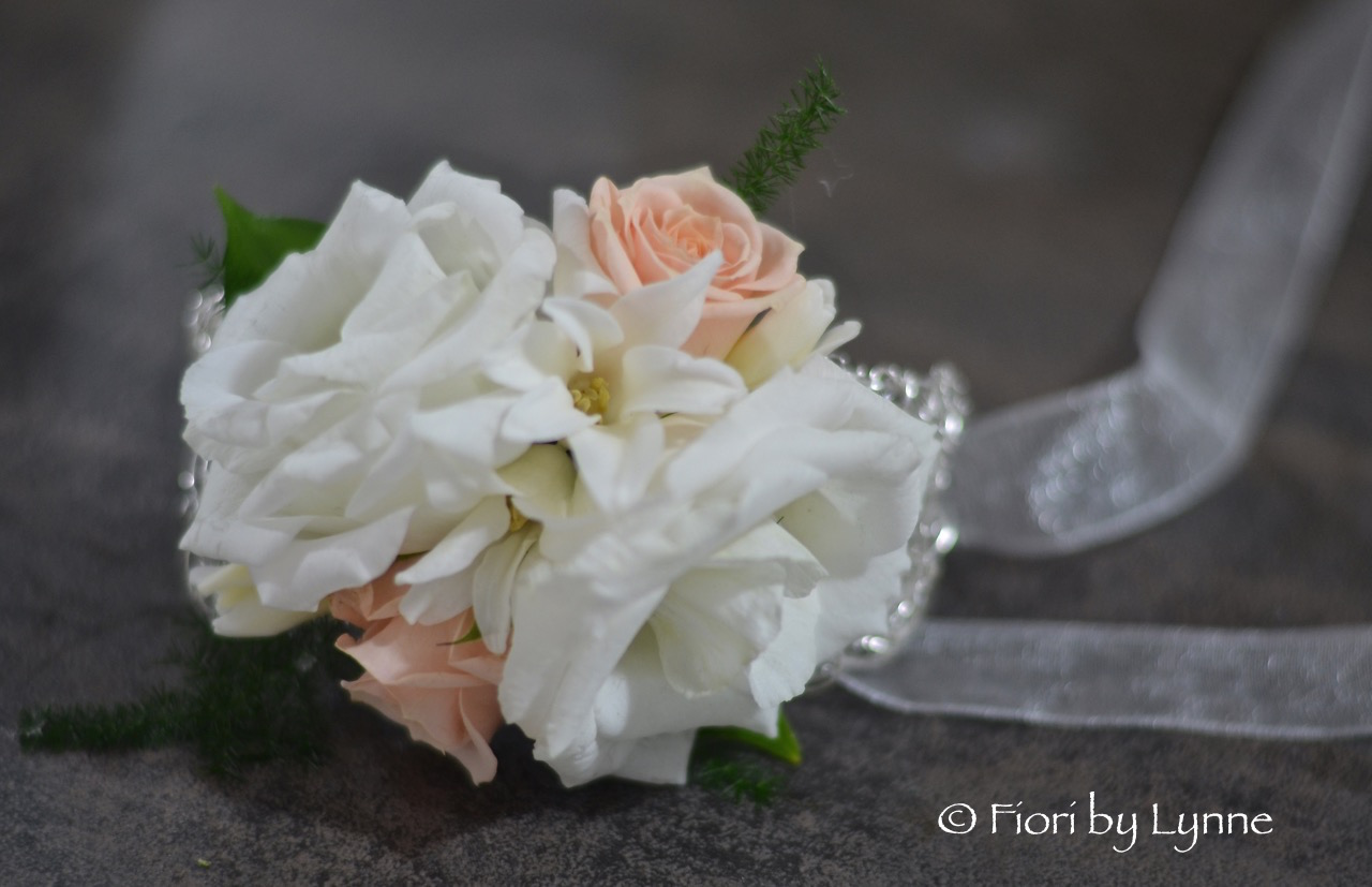 Joannas Winter Wedding Flowers In Whites And Golds At Rhinefield