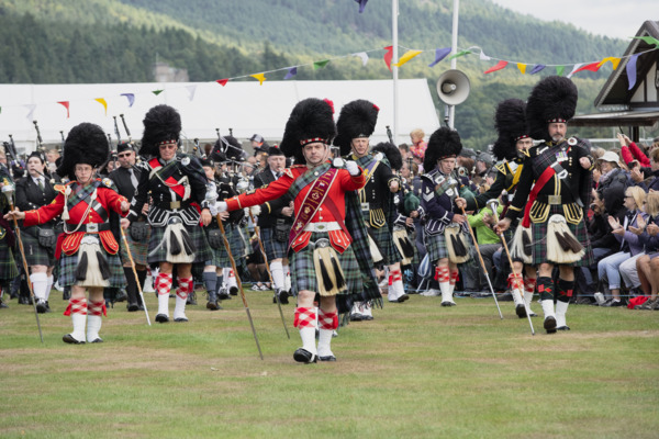 Scottish-highland-games-pipe-band-marching
