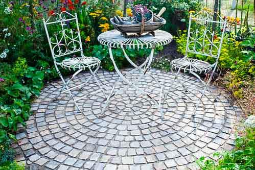 Traditional cobbled intimate garden