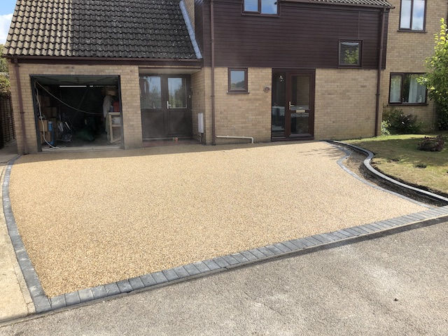 New resin bound driveway with kerbing in Bury St Edmonds