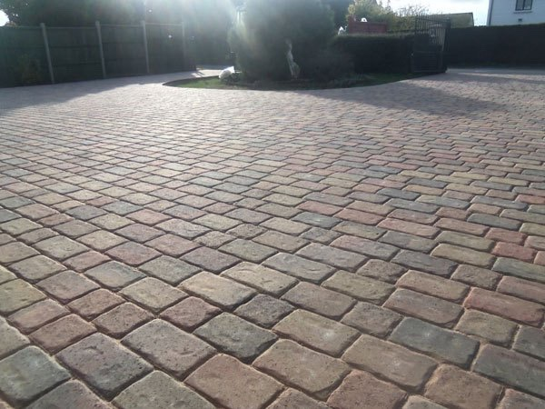Block paved driveways in Wraysbury