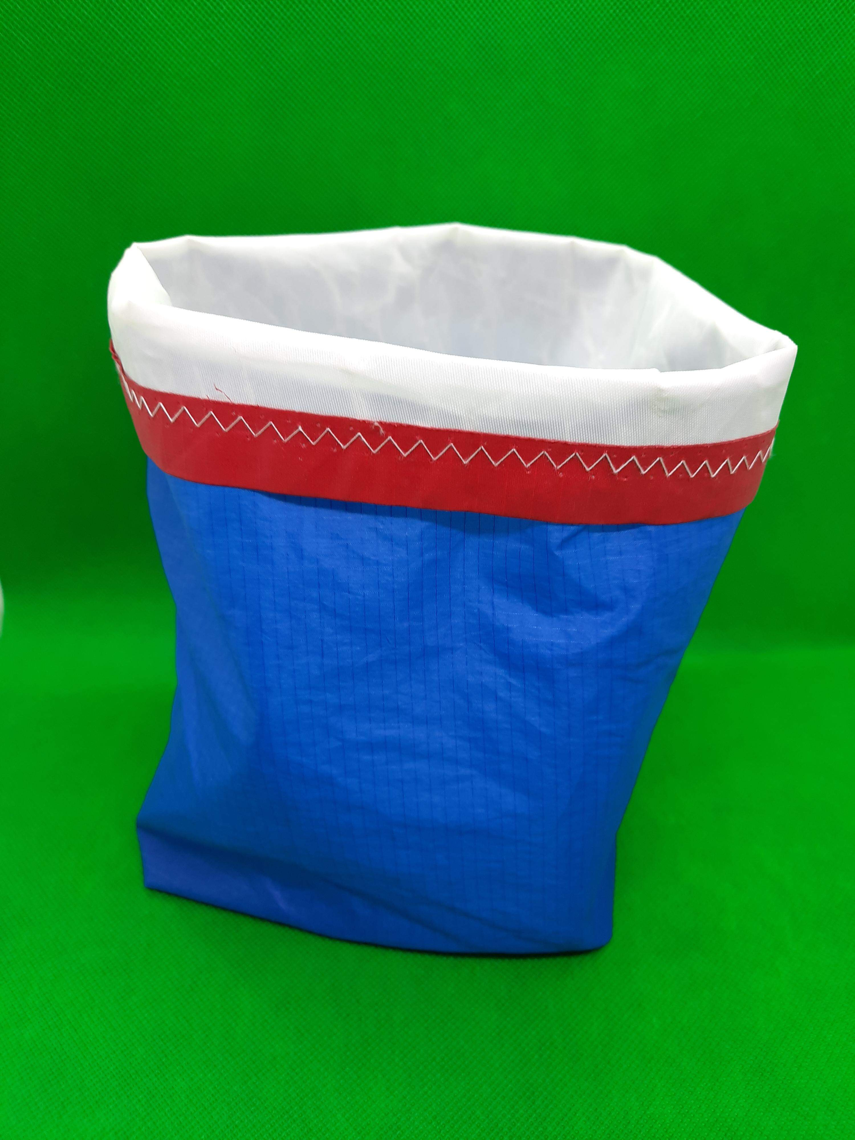 Storage bag, blue with white lining