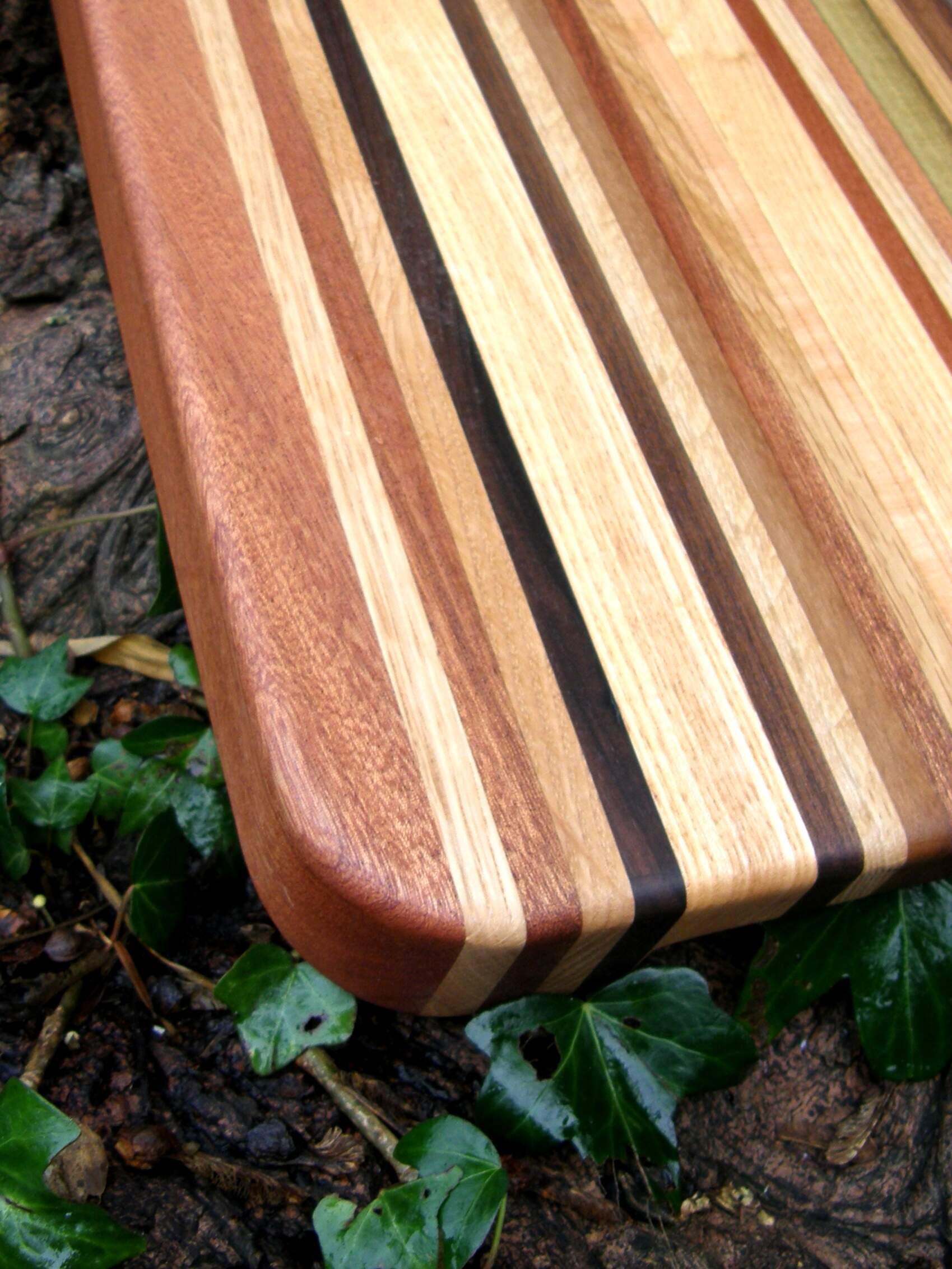 Close up image of contrasting bands of timbers used in Brittas Long Grain Chopping Board