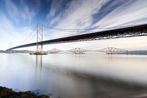 Beautiful-image-of-the-old-forth-road-bridge